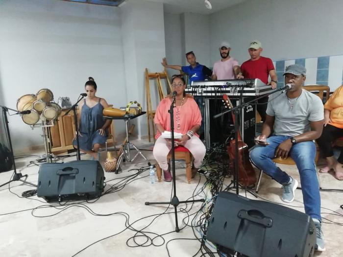 Tony Ávila y su grupo