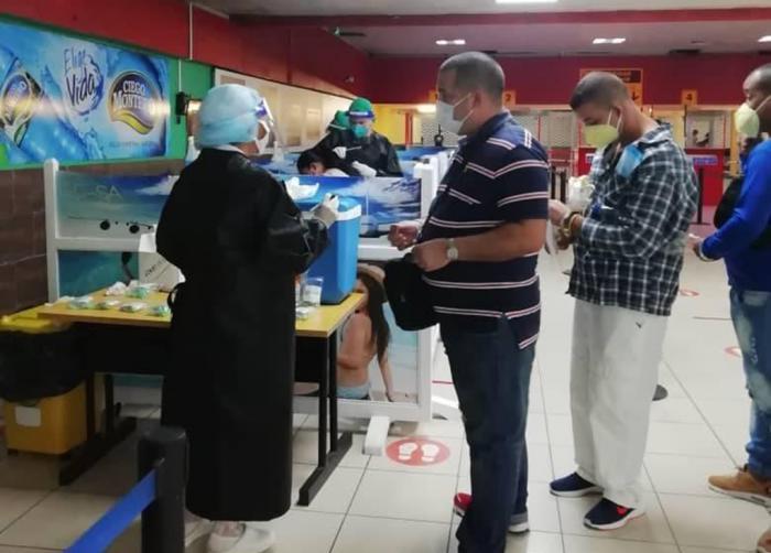 Aplican PCR en el aeropuerto José Martí a los viajeros que arriban al país